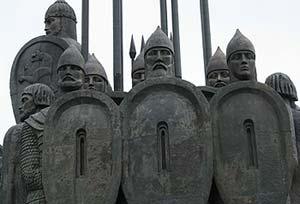 Псков глазами фотохудожника Андрея Виноградова.  Монумент в память Ледового Побоища в 1242 году.
