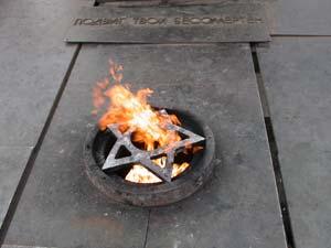 Вечный огонь на Площади Победы